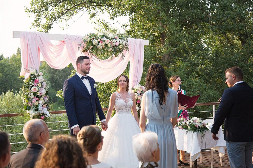 Esküvő fotózás 📸 Az esküvő az ember életének egyik legfontosabb napja. Bízd tapasztalt, profi fotósokra és élvezd minden pillanatát